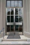 Puertas del edificio de oficinas Foto de archivo libre de regalías