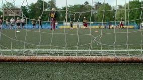 Puertas del fútbol y fútbol americano Tiro liso y lento del resbalador metrajes