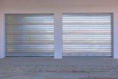 Puertas del garaje imagenes de archivo