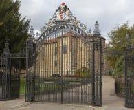 Puertas del parque del castillo de Colchester imagen de archivo libre de regalías