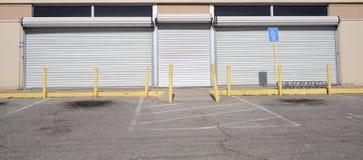Puertas del robo de la jaula del rollo de acero fotos de archivo libres de regalías