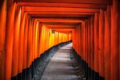 Puertas del taisha del inari de Fushimi imagenes de archivo
