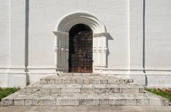 Puertas del templo cristiano antiguo Imagenes de archivo