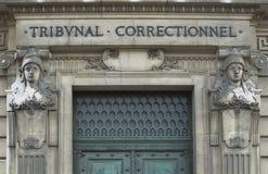 Puertas del Tribunal Penal de París Foto de archivo