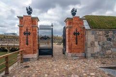 Puertas en la fortaleza de Daugavpils, Letonia Foto de archivo