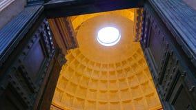 Puertas enormes y bóveda impresionante del panteón en Roma fotografía de archivo libre de regalías
