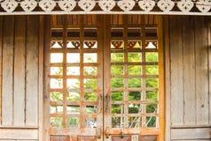 Puertas hechas de la madera Fotos de archivo libres de regalías