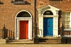 Puertas hermosas en Dublín fotos de archivo