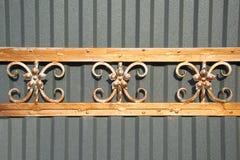 Puertas magníficas del labrado-hierro, forja ornamental, primer forjado de los elementos Imagen de archivo libre de regalías