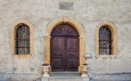Puertas medievales y Windows de la capilla Fotografía de archivo