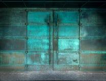 Puertas misteriosas del cobre fotografía de archivo libre de regalías