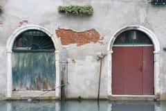 Puertas por el agua fotografía de archivo libre de regalías