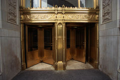 Puertas principales de oro al edificio de Wrigley foto de archivo libre de regalías