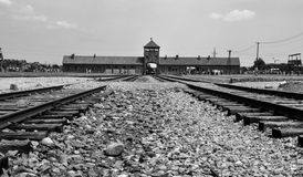 Puertas principales del campo de concentración Auschwitz - Birkenau, Polonia Fotografía de archivo