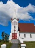 Puertas rojas de la iglesia fotos de archivo libres de regalías