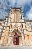 Puertas rojas del monasterio de Batalha, Portugal Fotos de archivo libres de regalías