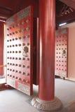 Puertas rojas del templo Foto de archivo