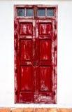 Puertas rojas resistidas Imagen de archivo libre de regalías
