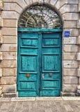 Puertas rugosas de la turquesa fotos de archivo