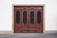 Puertas talladas viejas Imagenes de archivo