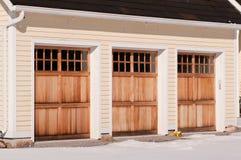 Puertas triples del garage Fotos de archivo libres de regalías