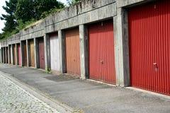 Puertas urbanas del garaje, Alemania Imagenes de archivo