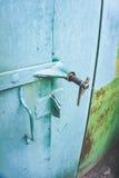 Puertas verdes del garaje del hierro Imágenes de archivo libres de regalías