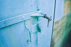 Puertas verdes del garaje del hierro Fotografía de archivo