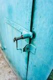 Puertas verdes del garaje del hierro Fotografía de archivo libre de regalías