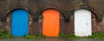 Puertas viejas del color Fotos de archivo libres de regalías