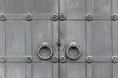 Puertas viejas del metal foto de archivo