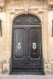 Puertas viejas europeas que han sobrevivido la prueba del tiempo Fotografía de archivo
