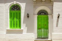 Puertas y balcones viejos de las ventanas Fotos de archivo libres de regalías