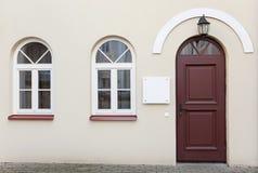 Puertas y dos ventanas fotografía de archivo