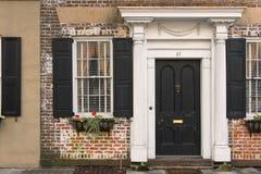 Puertas y entradas escénicas, arquitectura única, vieja, adornada Imagen de archivo libre de regalías