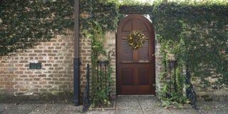 Puertas y entradas escénicas, arquitectura única, vieja, adornada Fotografía de archivo