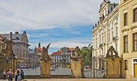 Puertas y plaza, Praga, República Checa del castillo de Praga Fotografía de archivo libre de regalías