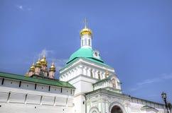 Puertas y torre santas de la puerta St Sergius Lavra de la trinidad santa fotografía de archivo libre de regalías