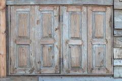 Puertas y ventanas de madera antiguas Foto de archivo