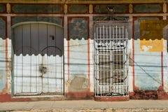 Puertas y ventanas Elementos pintorescos de la arquitectura tradicional Fotografía de archivo