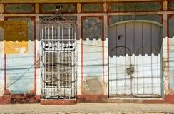 Puertas y ventanas Elementos pintorescos de la arquitectura tradicional Imágenes de archivo libres de regalías