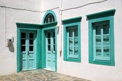 Puertas y ventanas en verde Fotos de archivo libres de regalías