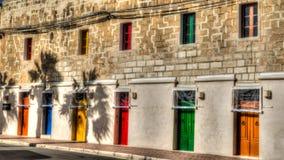 Puertas y ventanas multicoloras en la fachada en Marsaxlokk Fotografía de archivo libre de regalías