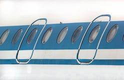 Puertas y ventanas viejas de aviones de pasajero Imagen de archivo