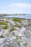 Puerto Aventuras Rocky Coastline y faro Imagen de archivo libre de regalías