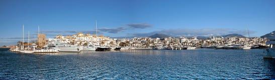 Puerto Banus小游艇船坞,西班牙全景  库存照片