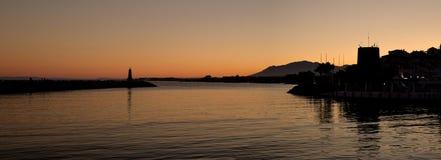 Puerto Banus在马尔韦利亚,西班牙在晚上 库存照片