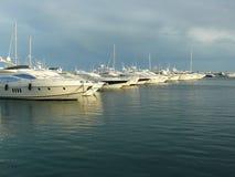 豪华游艇在Puerto Banus,西班牙 库存照片