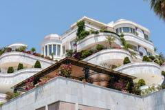 PUERTO BANUS ANDALUCIA/SPAIN - 26 DE MAYO: Alojamiento de lujo adentro fotos de archivo libres de regalías