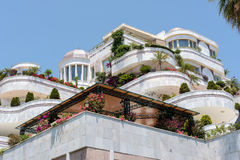 PUERTO BANUS ANDALUCIA/SPAIN - 26. MAI: Luxusunterkunft herein lizenzfreie stockfotos